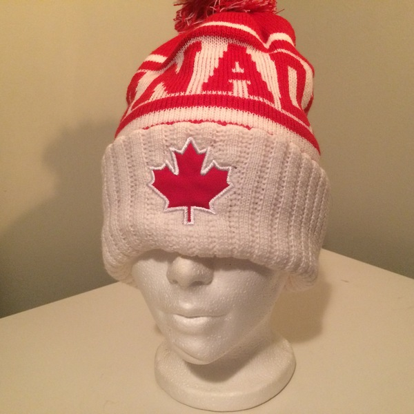 Boomerang - White & Red Canada Knit Cap